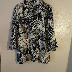 Chico's size 3. Xlarge button up black and cream